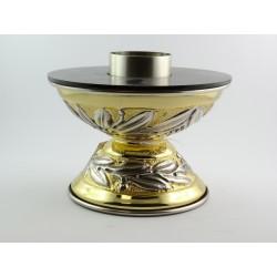 Candeliere da altare con piede lavorato realizzato in ottone dorato cesellato a mano